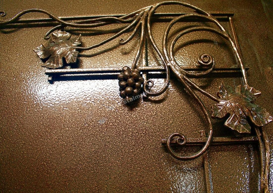 двери входные с лозой
