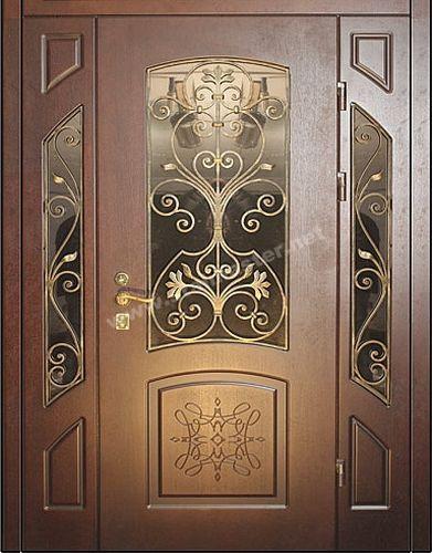входные двухстворчатые двери с коваными элементами